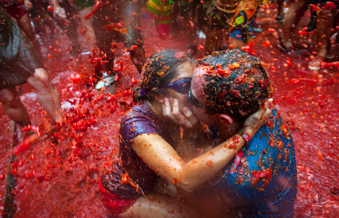 The World's Biggest Tomato Fight At Tomatina Festival 2013