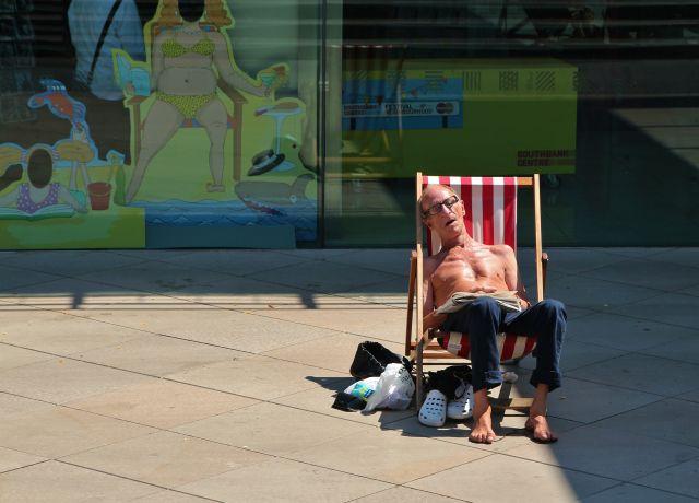sunbathing-deck-chair